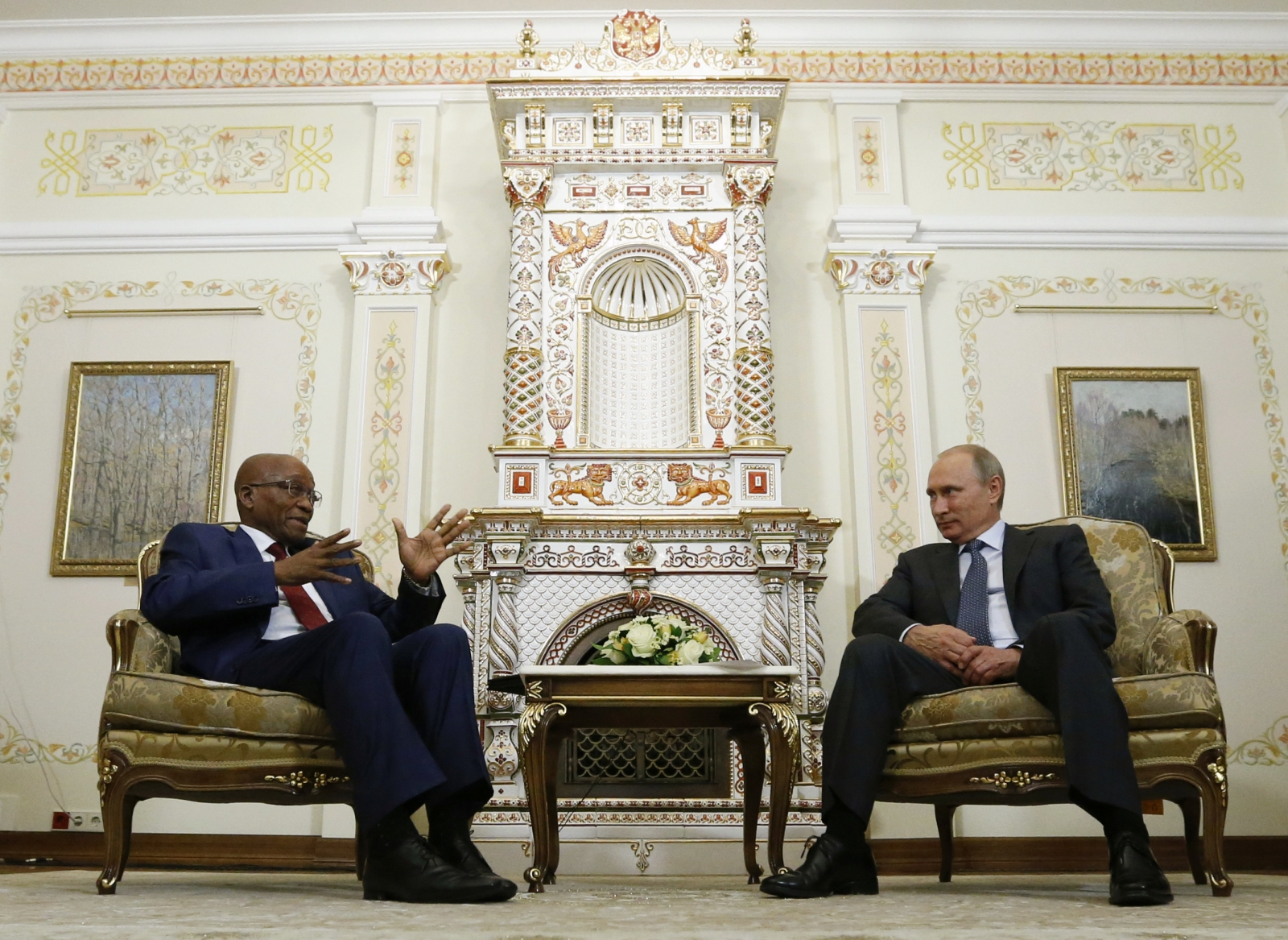 Russia's President Vladimir Putin (R) talks with his South African counterpart Jacob Zuma