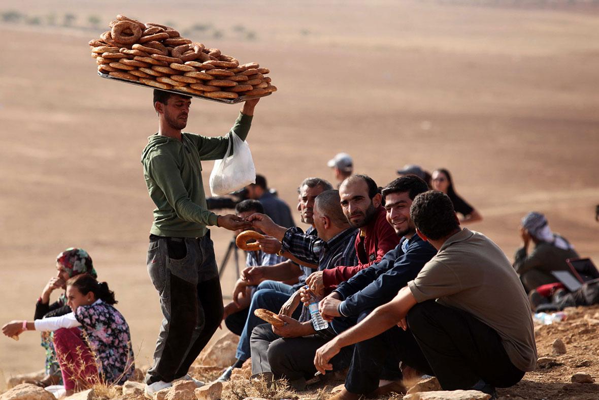 kobane spectators