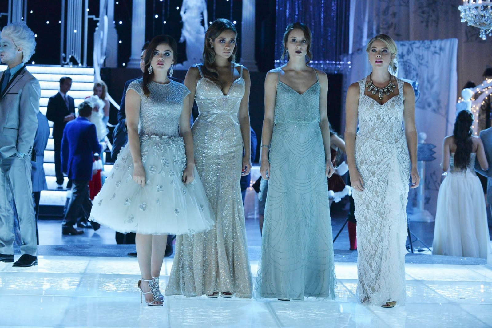 Pretty Little Liars Season 5 Spoilers: 'A' Seen Lurking Around the Liars in Christmas Party and Alison's Latest Clique
