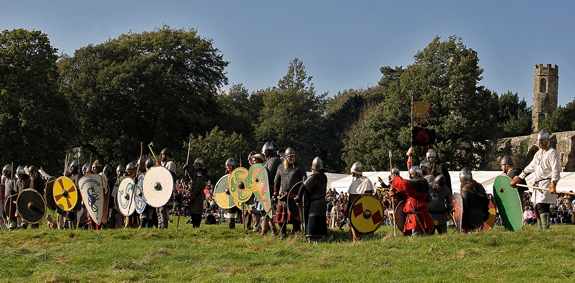 The Anglo-Saxons prepare for the Normans' attack at the top end of the field