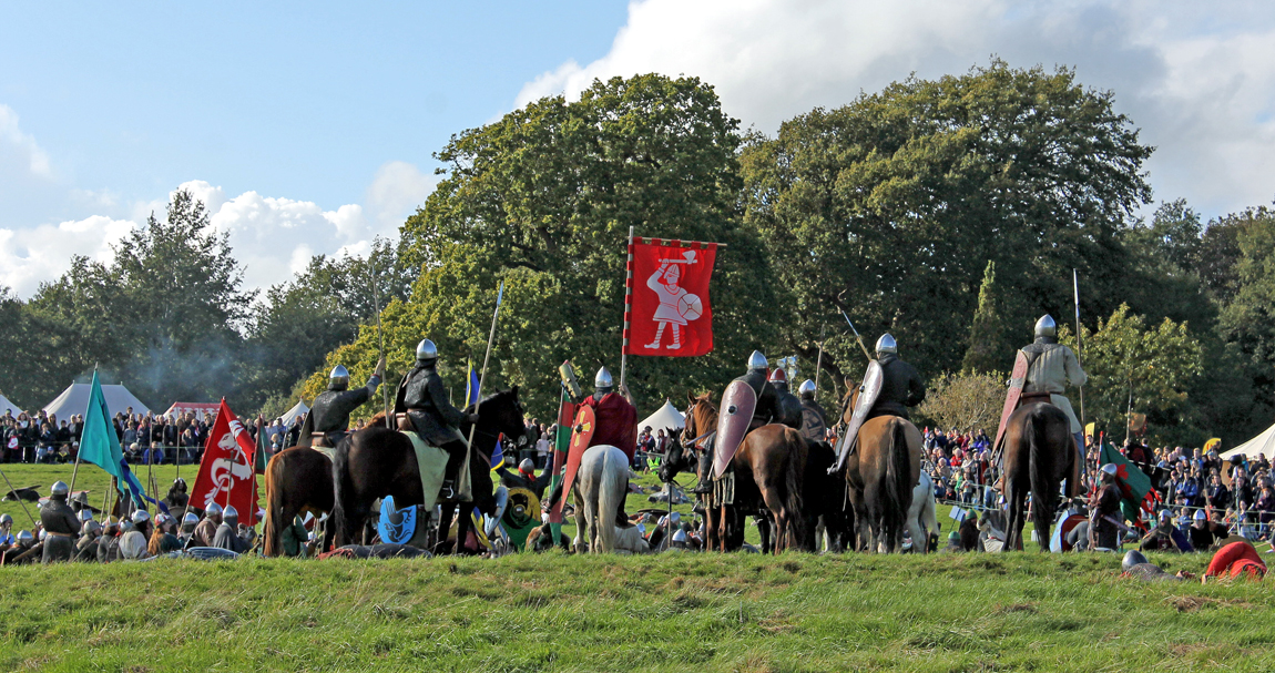 The Normans surround the bodies of the dead Anglo-Saxon army, proudly holding Harold's Anglo-Saxon flag aloft