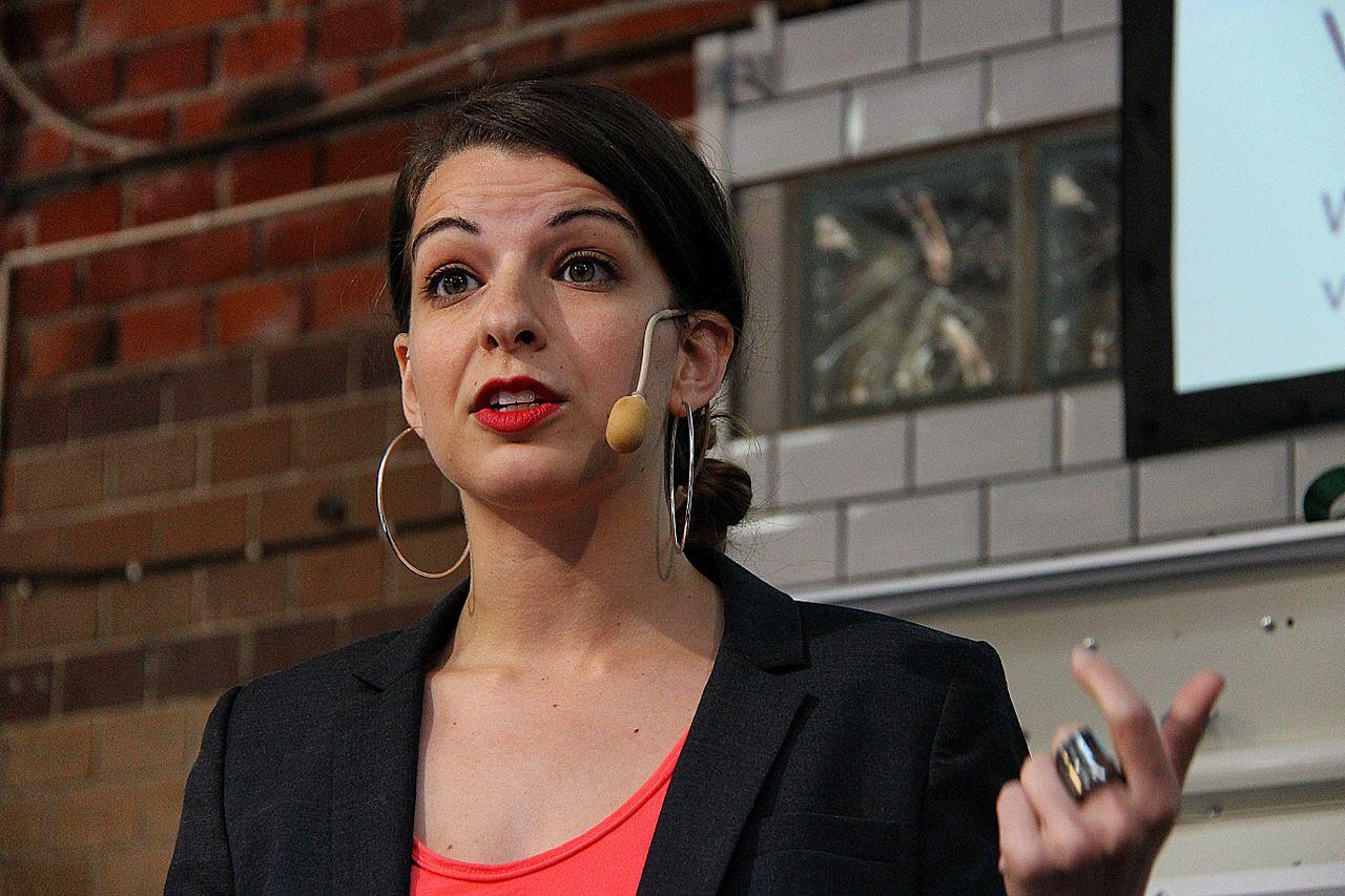 Anita Co: Feminist Gaming Critic Anita Sarkeesian Cancels Talks