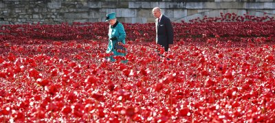 Queen Tower of London poppies
