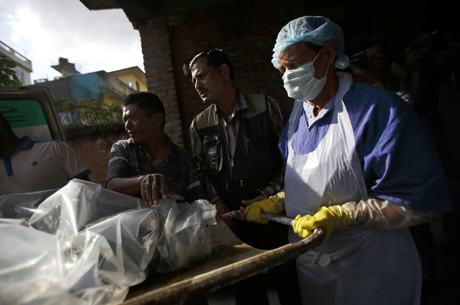 The body of a victim is moved from an ambulance to the morgue after it was brought back from Annapurna Region in Kathmandu (Reuters)
