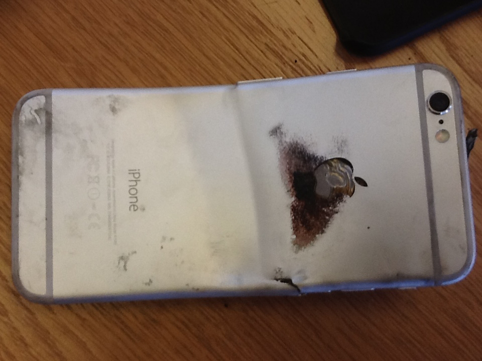iPhone 6 Burns Mans Leg