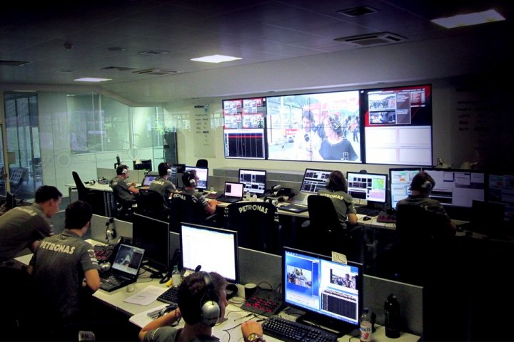 Mercedes AMG Race Support Room