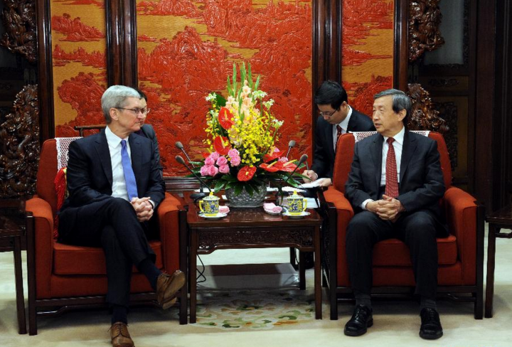 Apple CEO Tim Cook Meet's China Vice-President Ma Wai to discuss iCloud Hacking