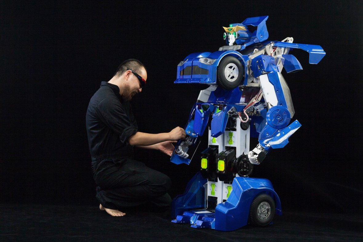 Kenji Ishida built his first transforming robot at the age of 22 and set up Brave Robotics to further his vision of a life-sized Transformer that can be used as a car