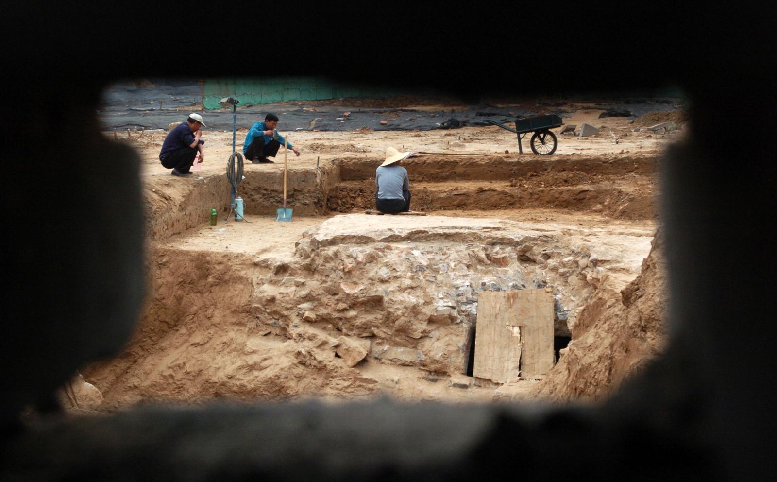 China tomb raid