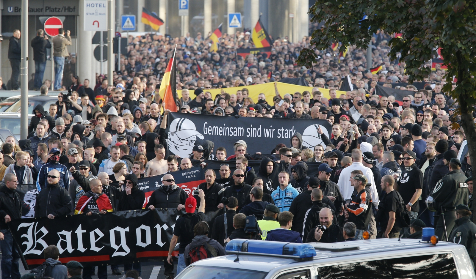 hooligans against Salafists and Islamic State extremist Cologne