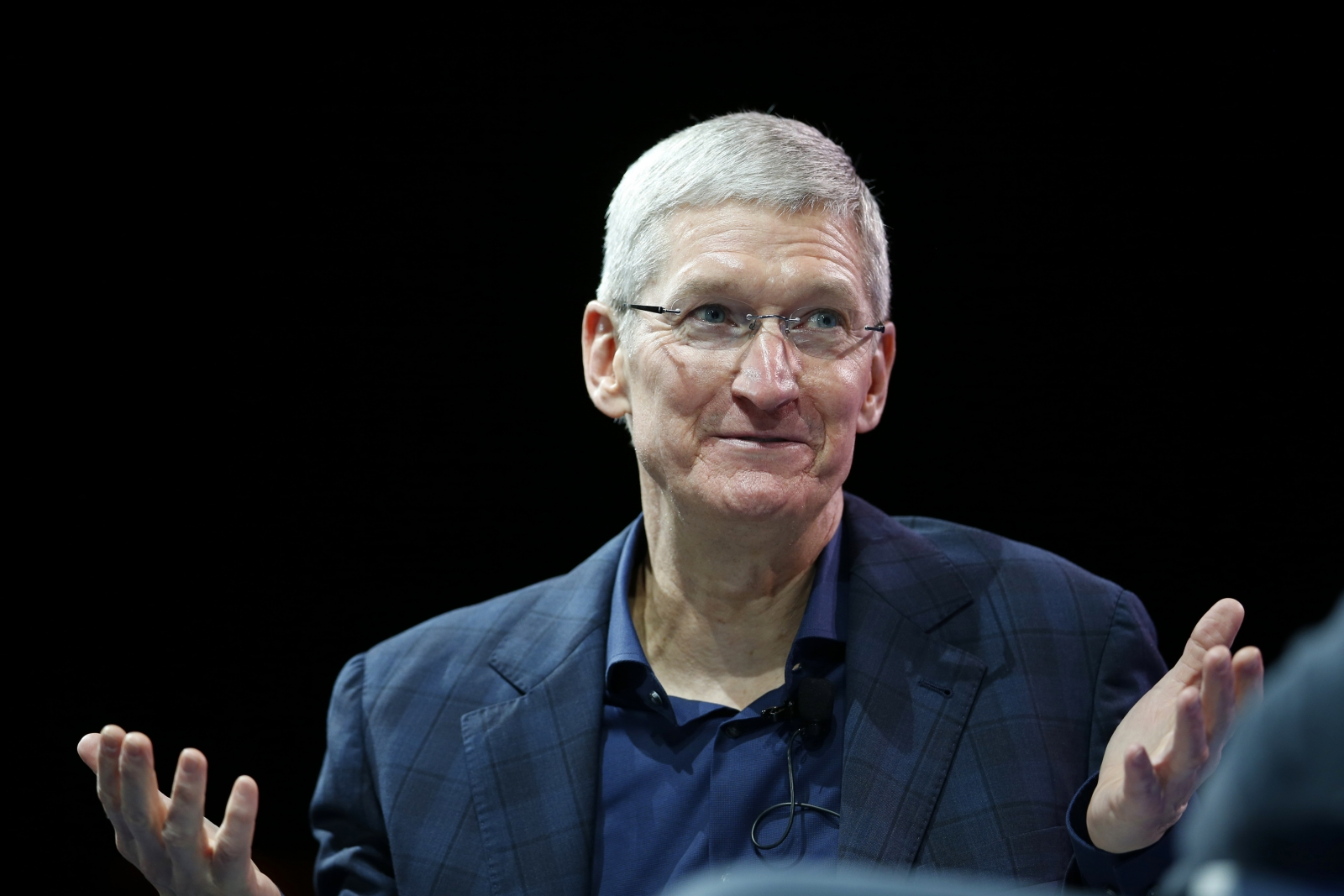 Tim Cook Confirms Apple Watch Battery Life Will Last Just One Day