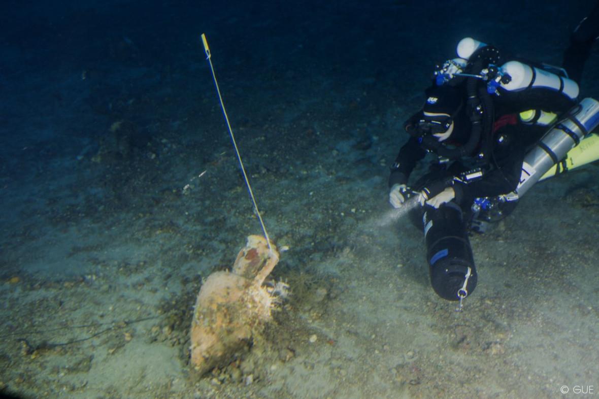Deep sea diver detects an ancient wine storage vessel
