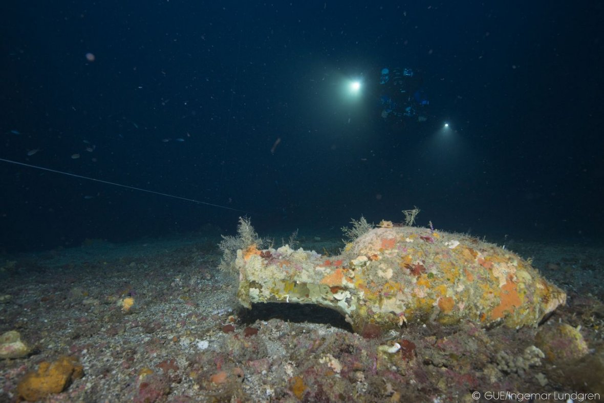 Detecting ancient vessels on the sea floor