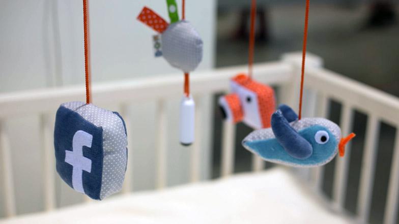 Laura Cornet Twitter Facebook baby social media