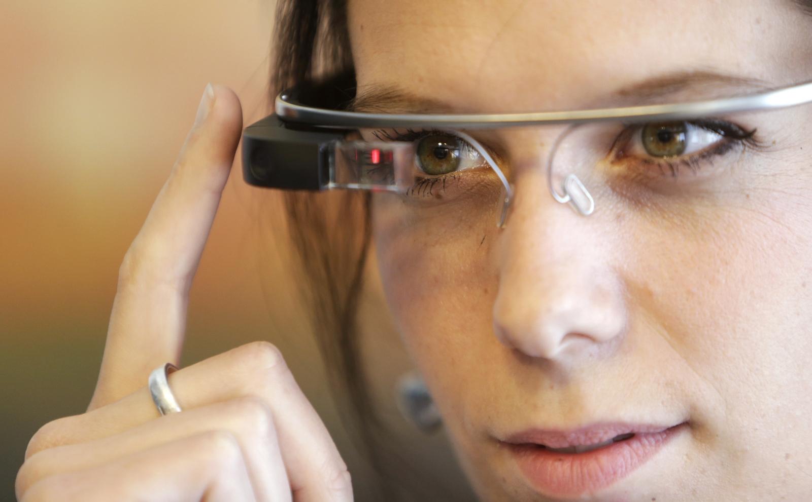 Google Glass device records memories