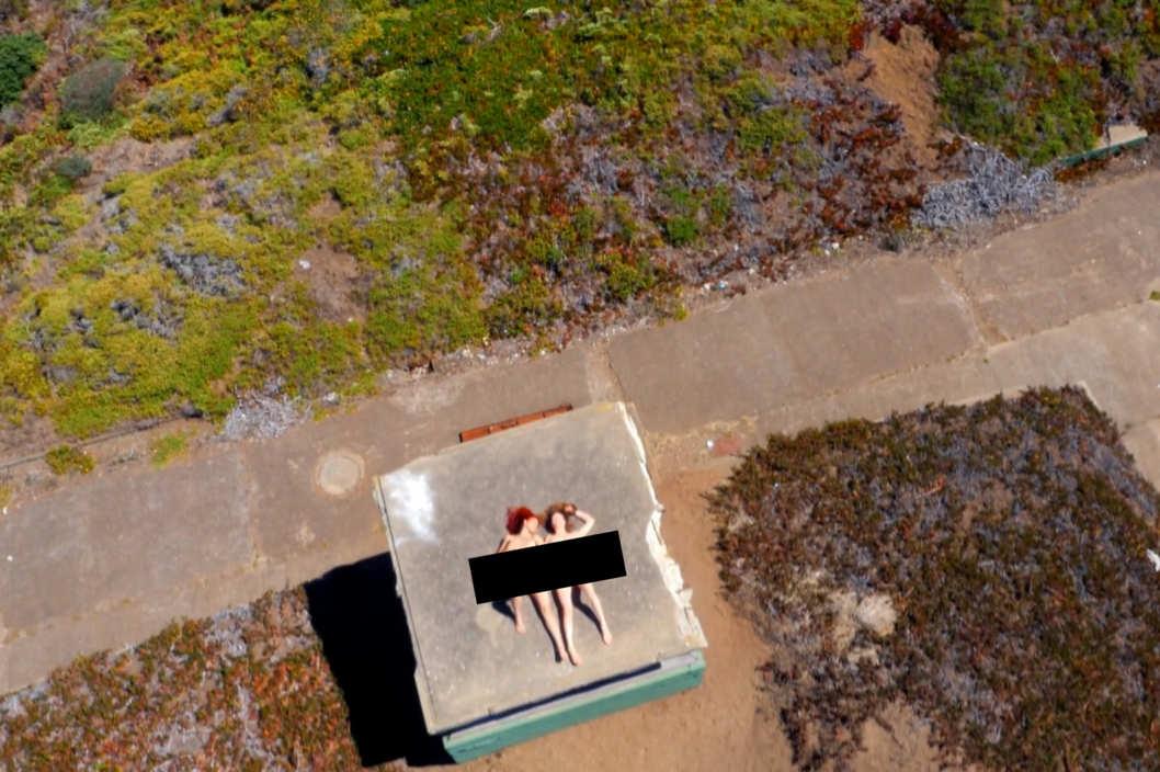 Drone Udbening af verdens første pornofilmbillede ved hjælp af flyvende helikopterdrone-2972
