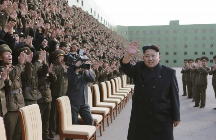 Kim Jong-un walks without stick
