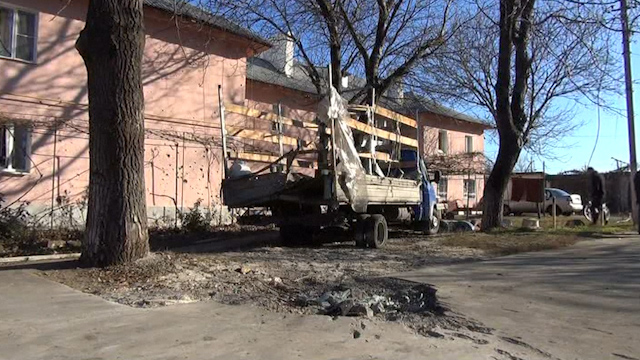 Shelling in Donetsk kills Two Teens and Wounds Four