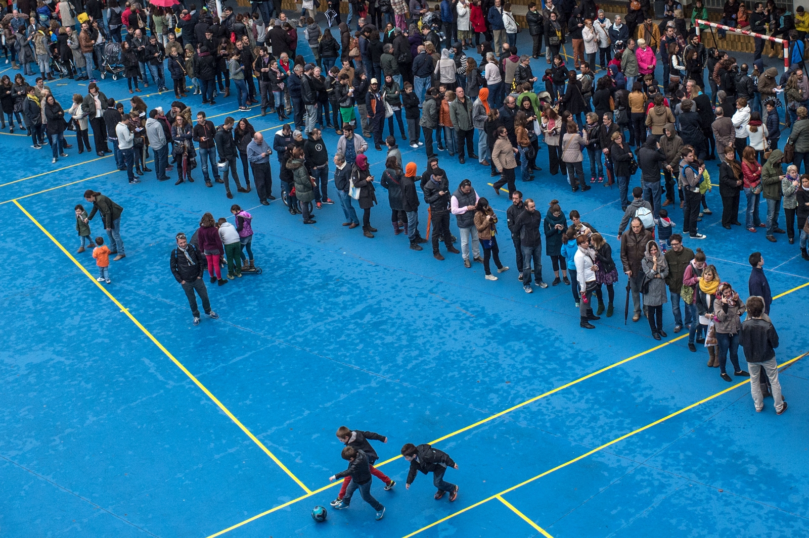 Catalans queue to vote in  Barcelona today.