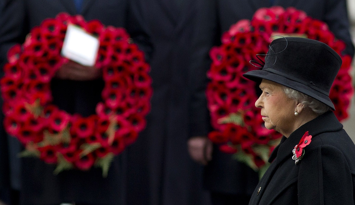 remembrance Sunday queen