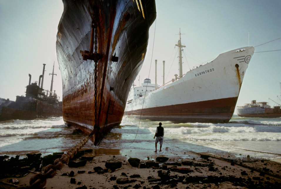 Steve McCurry, Ship Breaking Yard, Karachi, 1985