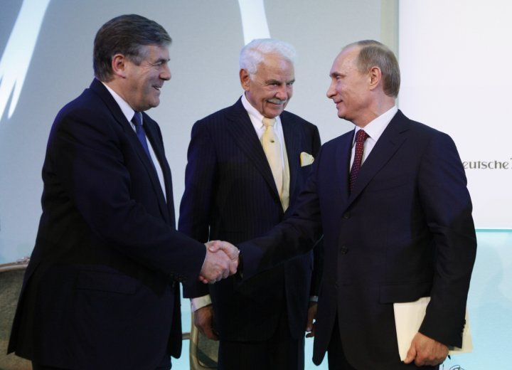 Russian President Vladimir Putin (R) shakes hands with ex-Deutsche Bank Chief Executive Officer Josef Ackermann (L) as the head of Knauf Group Nikolaus Wilhelm Knauf in 2010