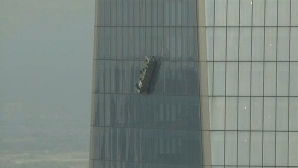 World Trade Center Air Cleaner : World trade center terrified window cleaners hanging from