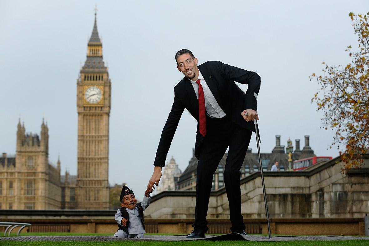 worlds tallest man worlds shortest man