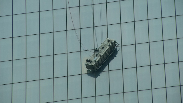 Window Washers Rescued after Dangling at NYC's World Trade Center