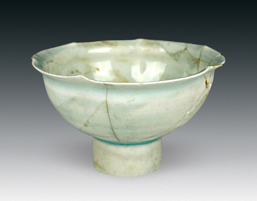A green porcelain bowl found in the Datong tomb