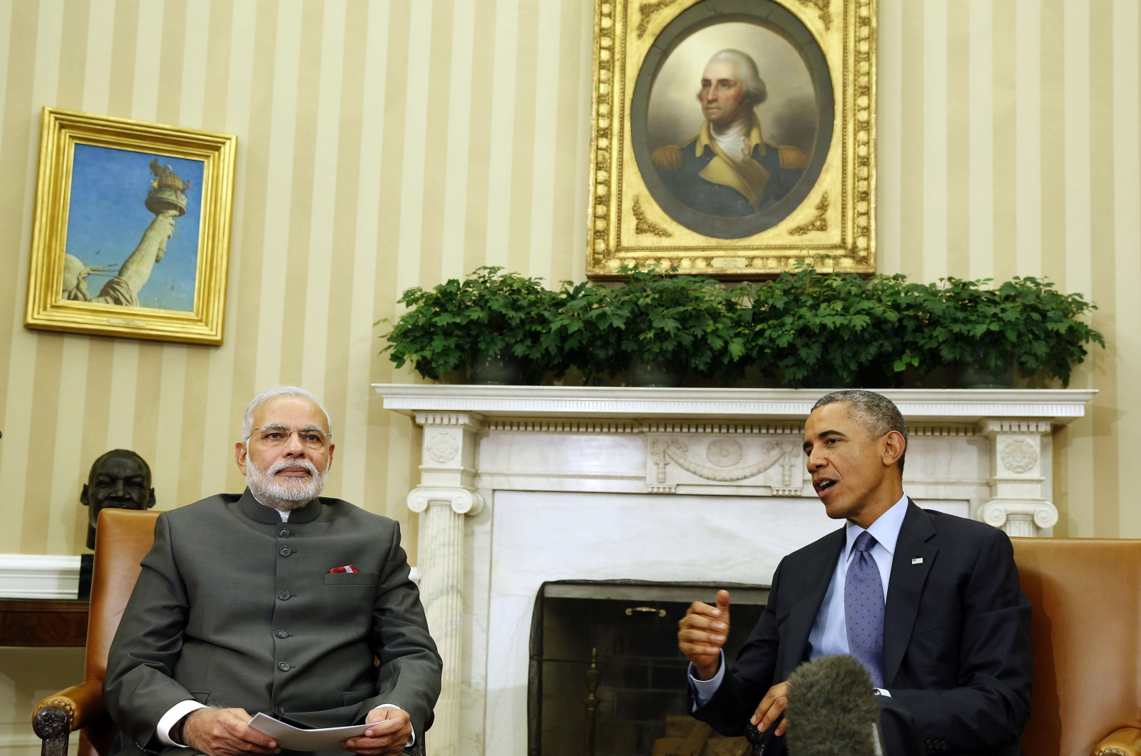 2014U.S. President Barack Obama talks next to India's Prime Minister Narendra Modi in the Oval Office of the White House in Washington, September 30, 2014