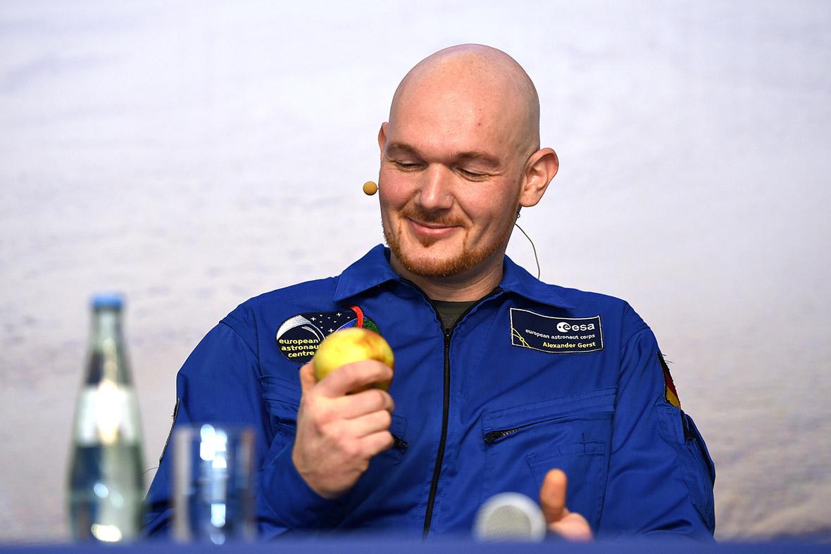 astronaut apple