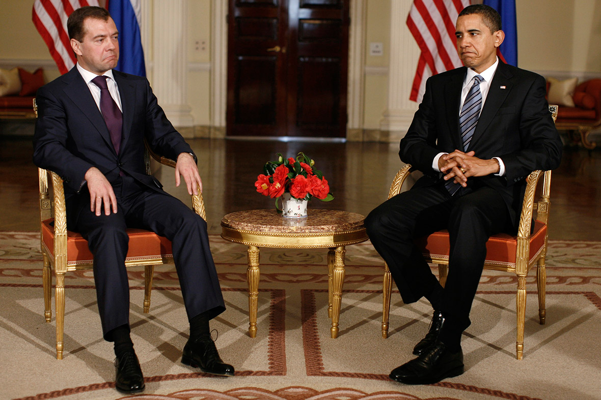 obama medvedev awkward photo politics