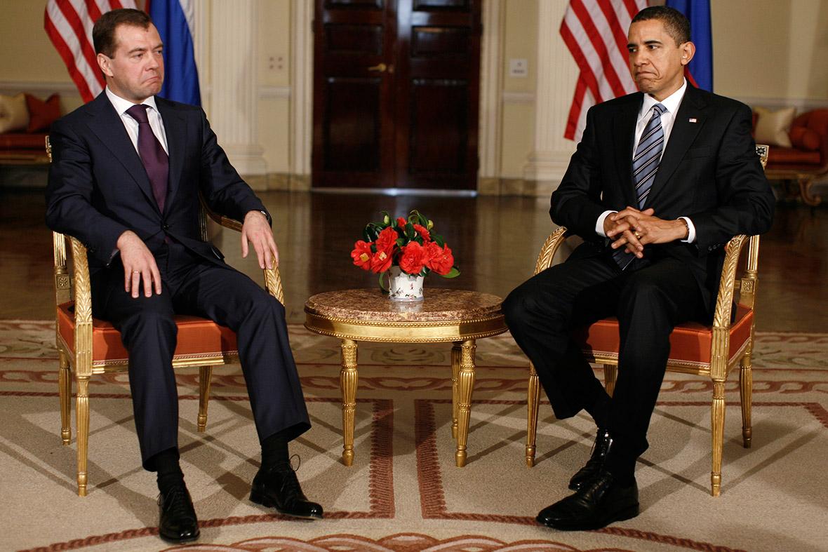 obama medvedev awkward photo politics