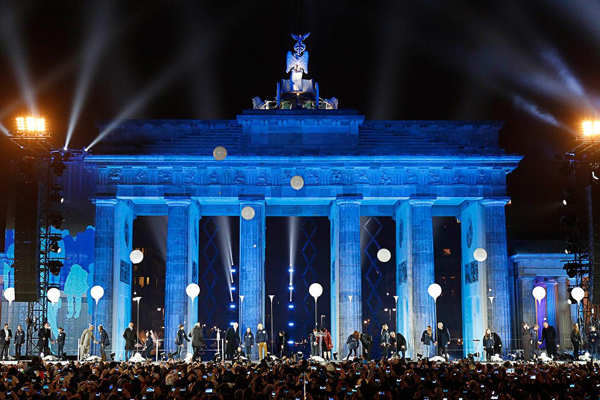 berlin wall balloons
