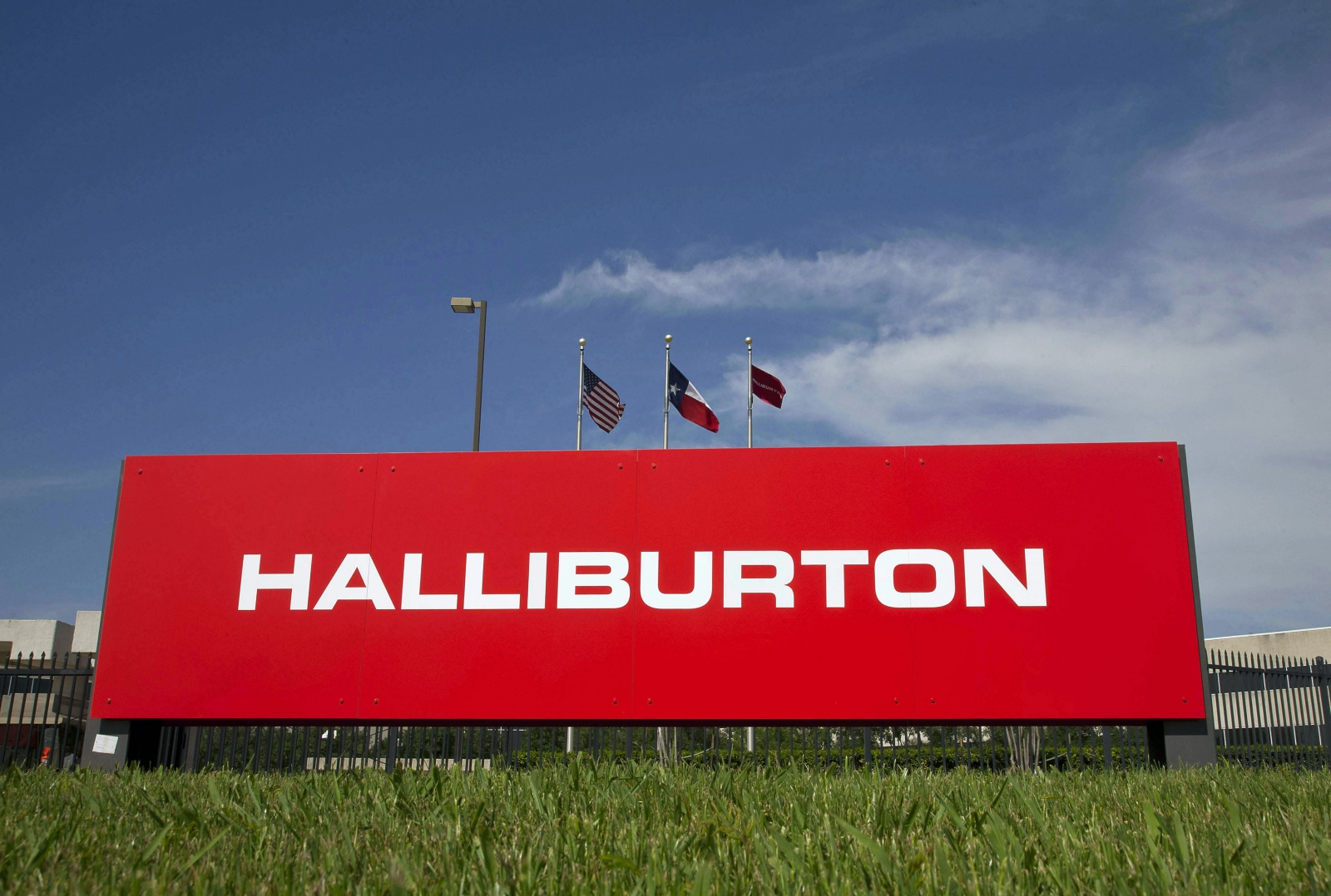 Halliburton to Buy Rival Baker Hughes for About $35bn