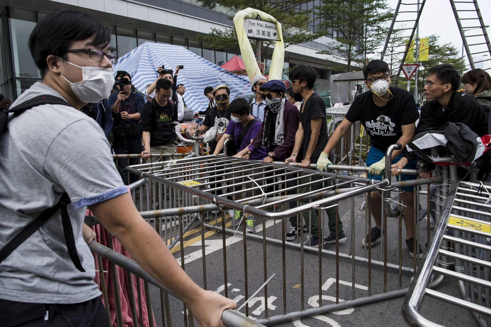 Hong Kong Police Launch Operation to Clear Student Protesters