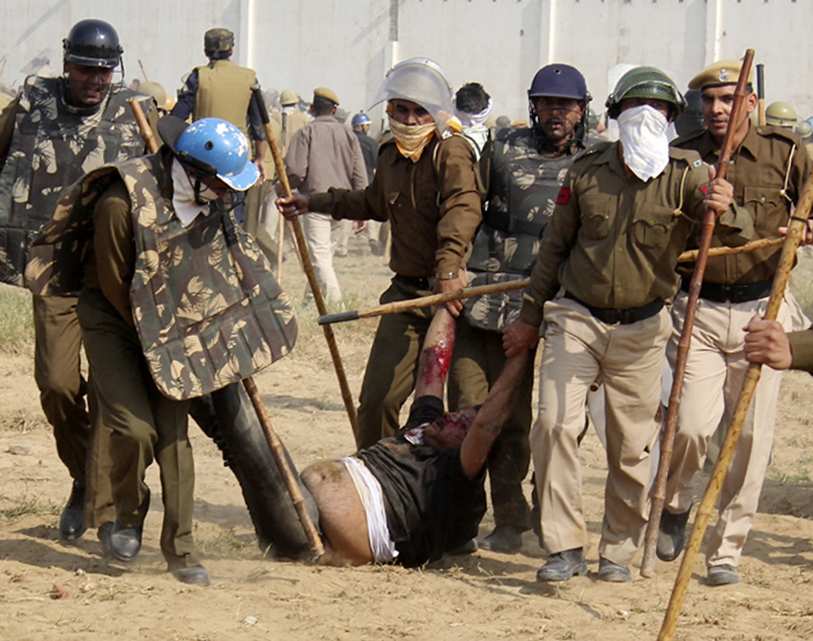 Clashes in Rampal's ashram in Haryana