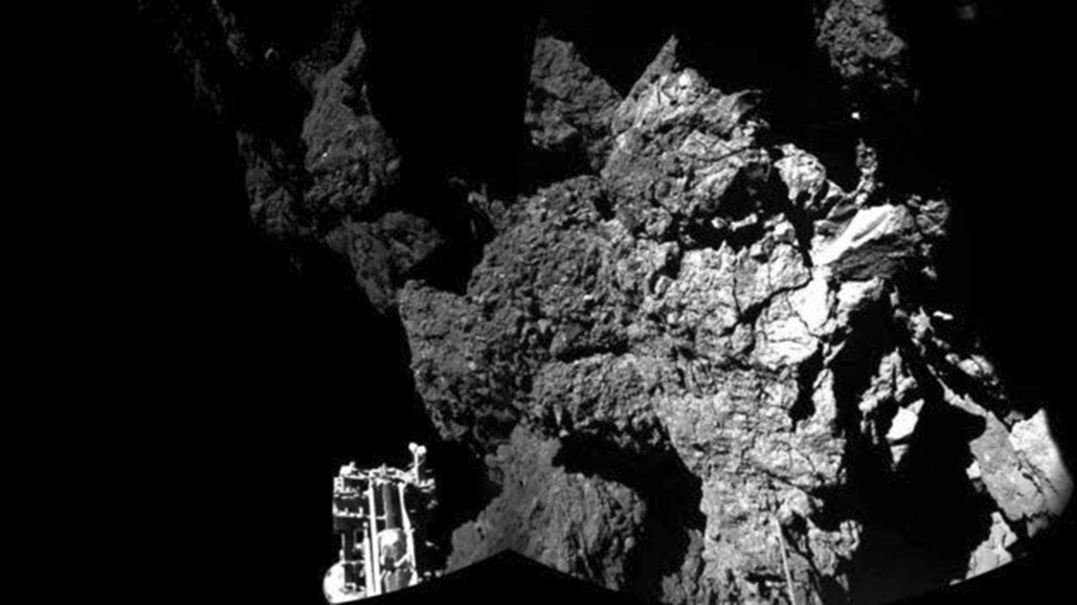 Philae Lander Detects Organic Molecules on Comet Surface