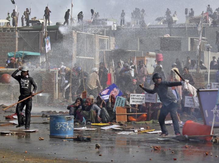 Supporters of Satguru Rampalji Maharaj clash with police outside the guru's ashram. (Reuters)