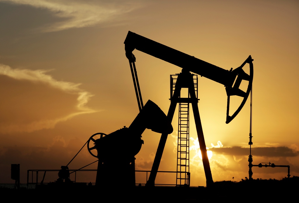Crude oil falls to new lows