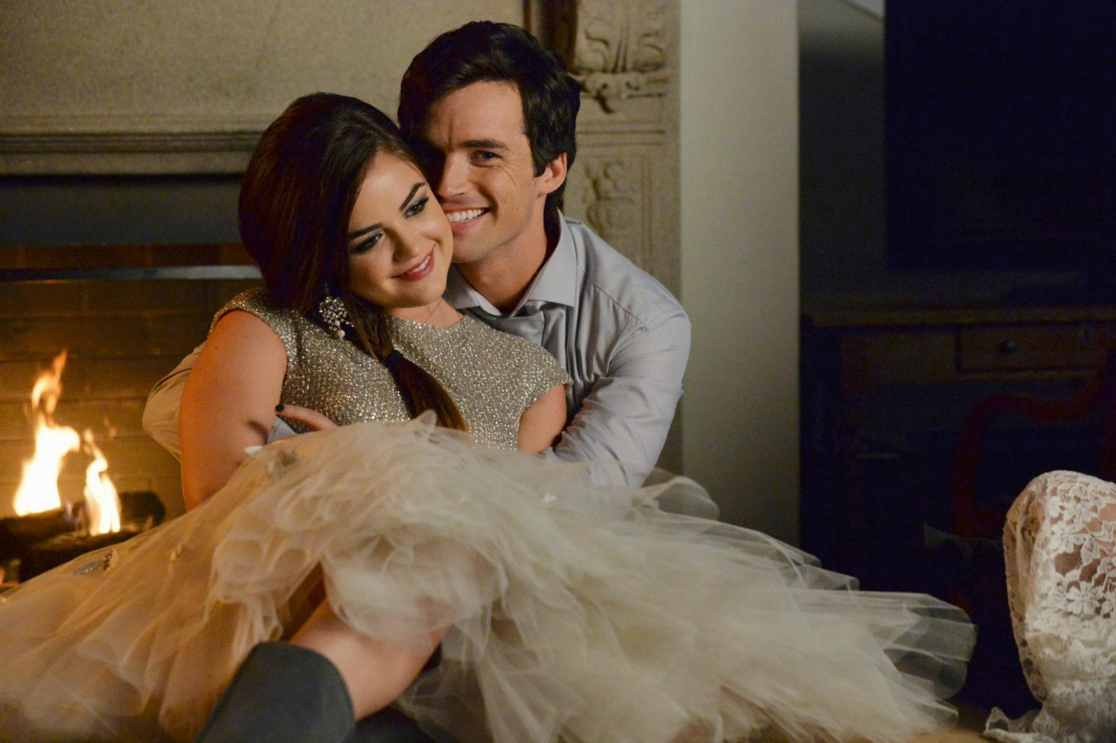 Pretty Little Liars Season 5 Christmas Special: Mona is Back as Ghost and Aria and Ezra In Love Again?