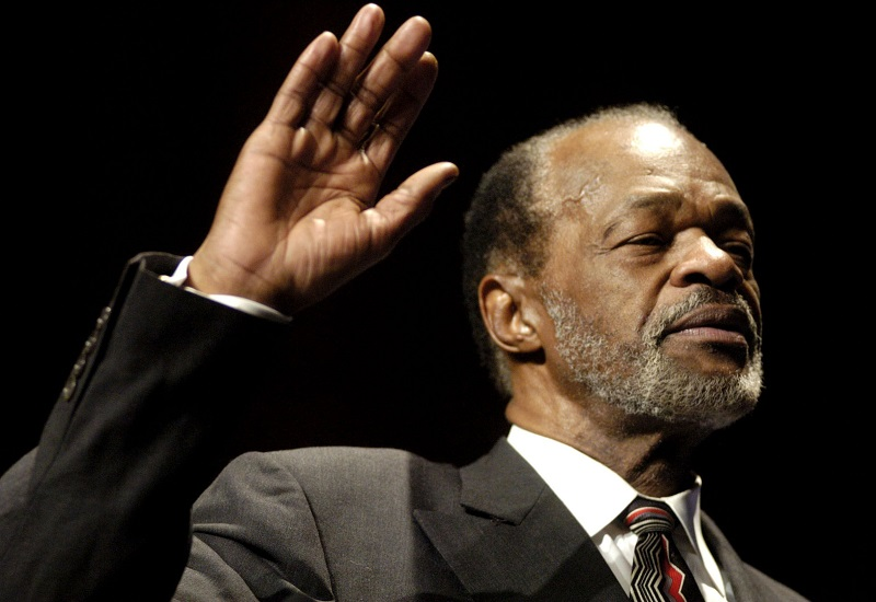 Marion Barry during his swearing in as Washington city council member for Ward Eight of the District of Columbia on 2 January 2005