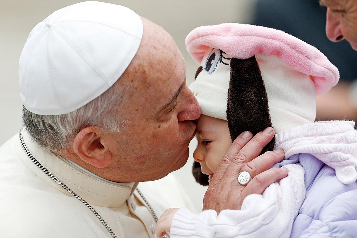 pope kiss baby
