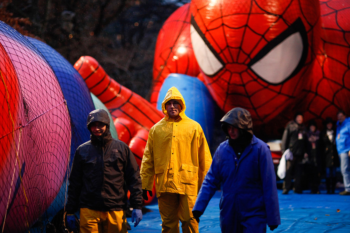 macys thanksgiving parade spiderman balloon
