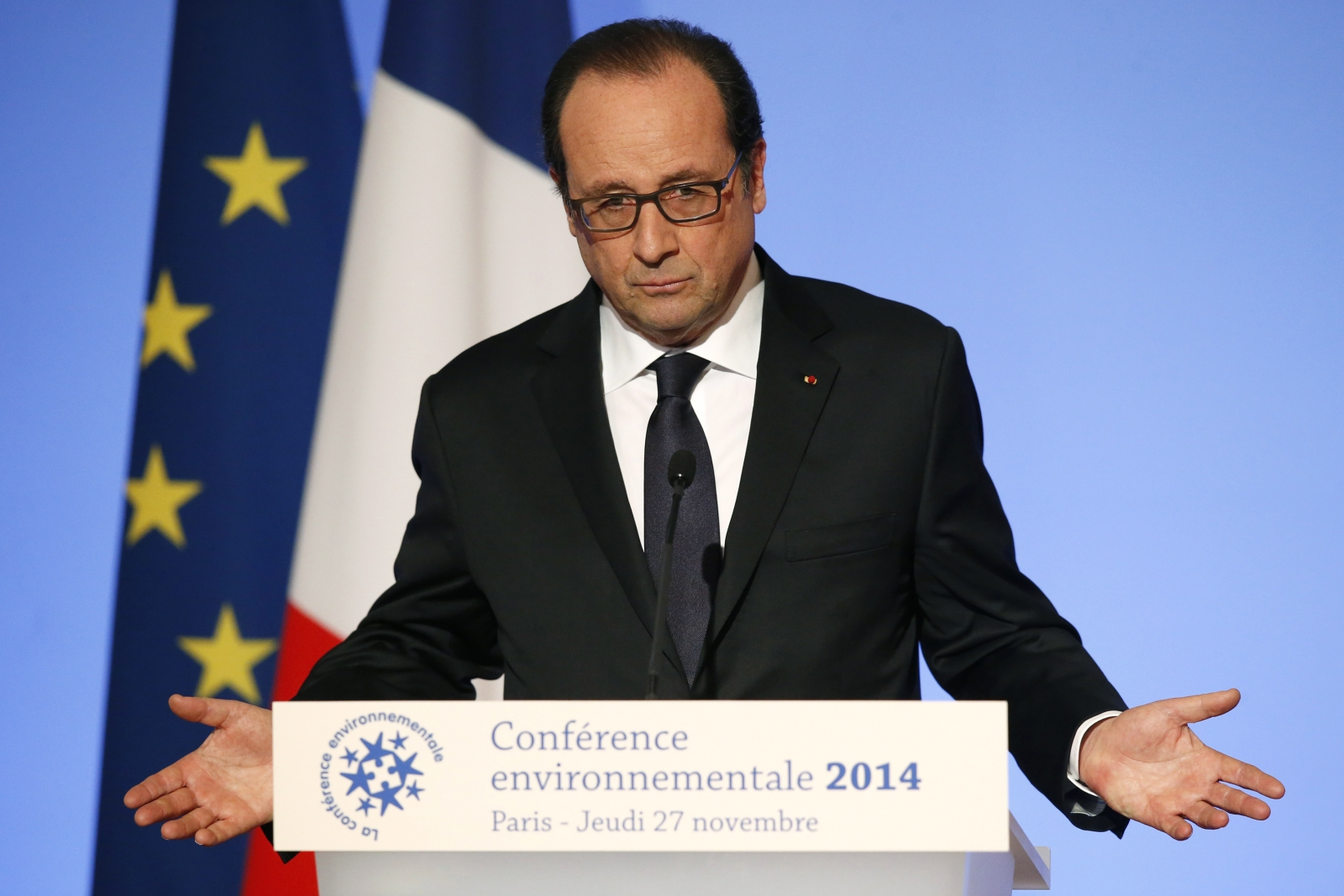 French President François Hollande to visit Ebola-hit Guinea in show of 'solidarity'