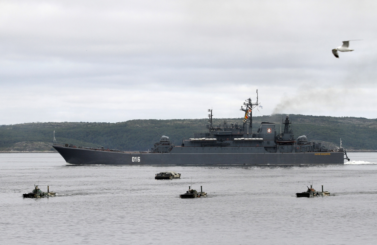 A Russian warship and amphibious military vehicles move during a naval parade rehearsal at the port of Severomorsk in the Barents sea July 29, 2011