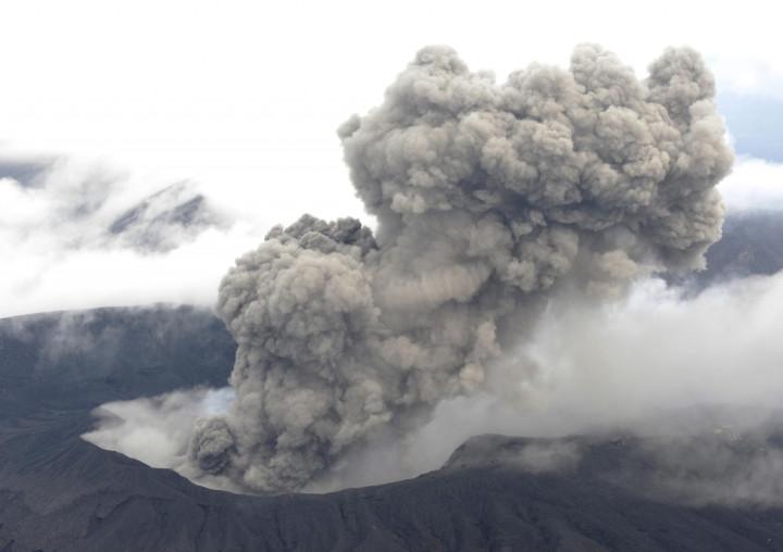 Mount Aso  Japan Volcano Eruption