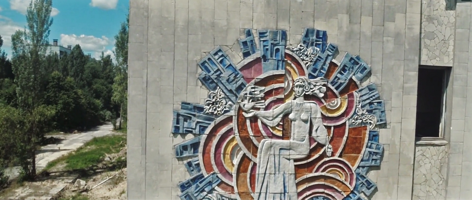 A mural painted into the side of a building in Pripyat