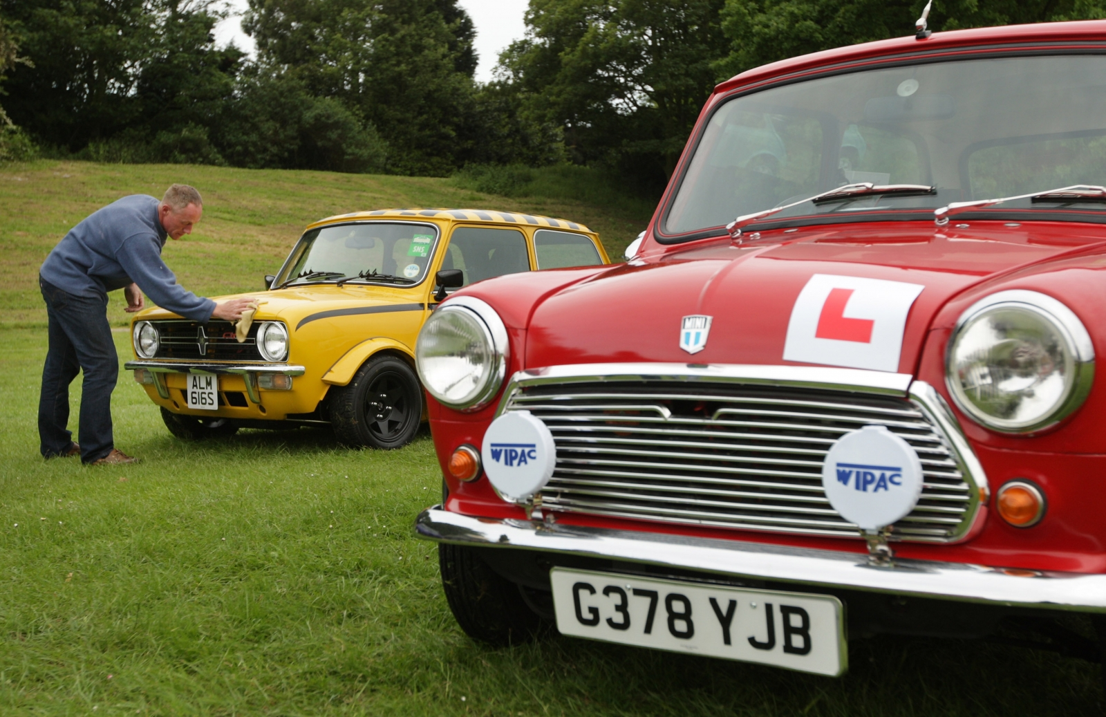 A vintage Mini with the learner driver's L-plate